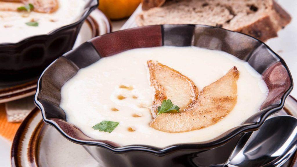 Здравословна супа с пащърнак и круша - вкусна есенна рецепта