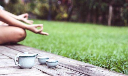 Чай и йога: страхотен метод за отпускане след работа