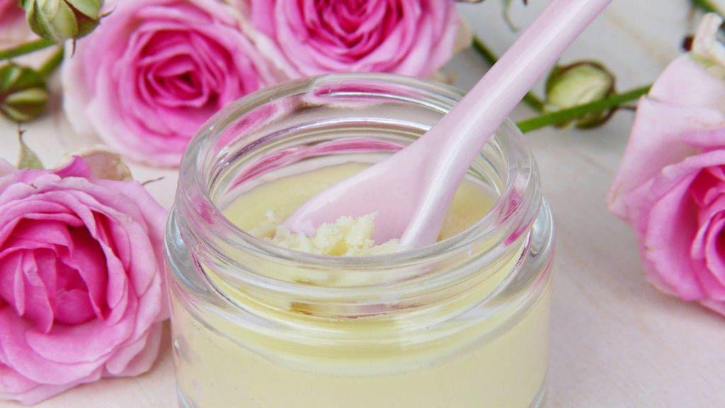 Домашна козметика с розово масло